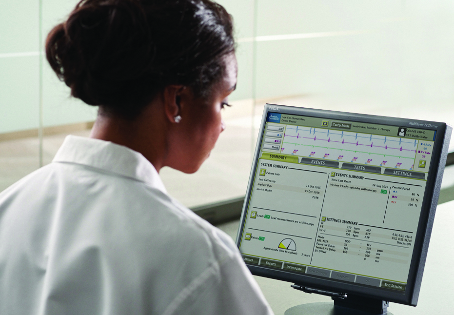 Physician Viewing a LATITUDE Consult Report